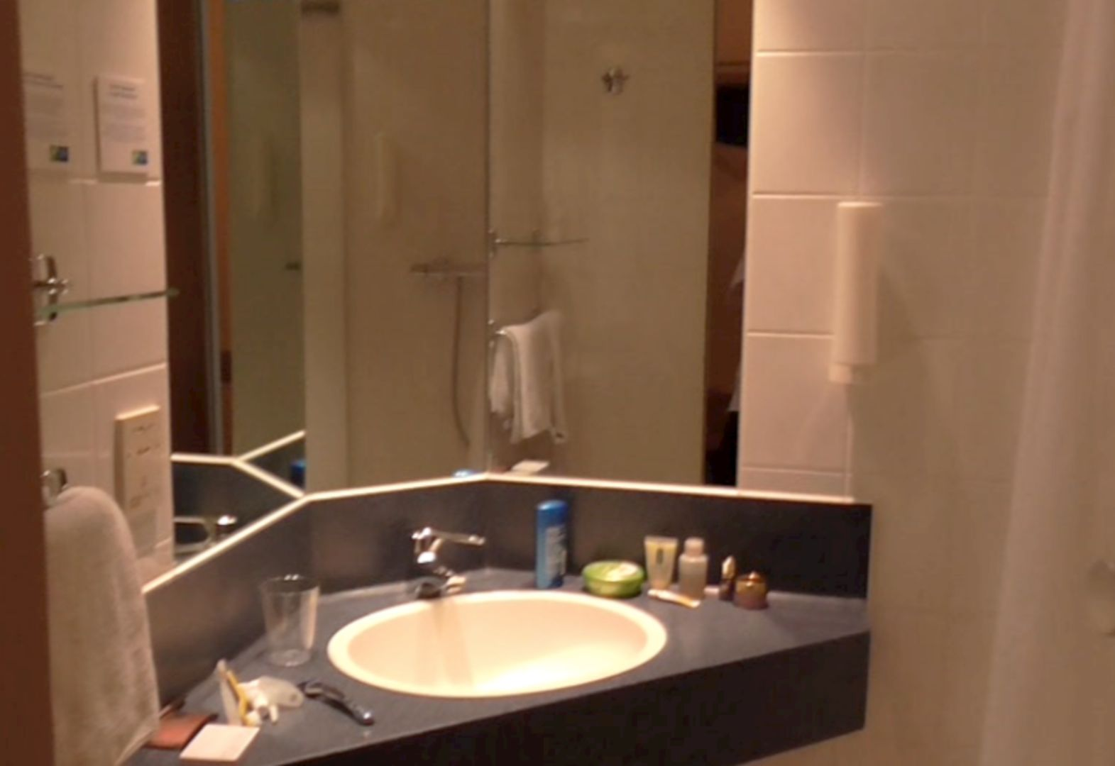 One Night At The Holiday Inn Express Frankfurt Airport Moerfelden Travels With Sheila